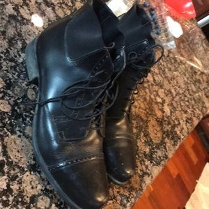 Ariat equipped ankle boots lace up 7.5